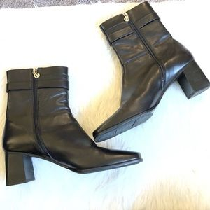 Etienne Aigner black leather heeled boots
